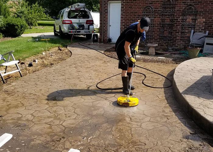 sidewalk & driveway power washing lansing